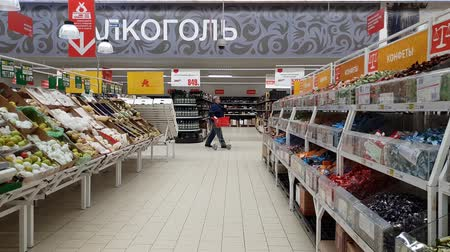 апельсины : Moscow, Russia-April 22.2018. sale of fruits and sweets in Auchan shop