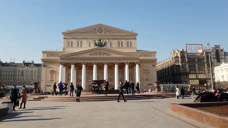 passagem : Moscow, Russia-April 20.2018. Bolshoi Theater on Theater Square