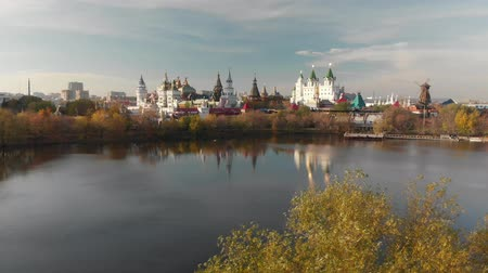 ortodoxie : Flight over Silver-grape pond to the Izmailovsky Kremlin in Moscow, Russia