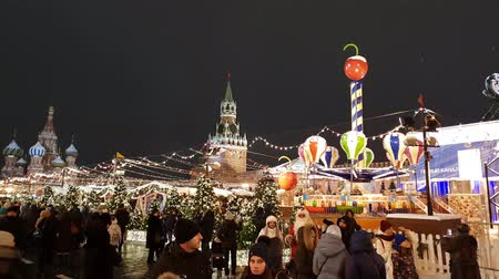 Moscow, Russia - January 7.2019. Many people on Christmas Fair on the Red Square Vídeos