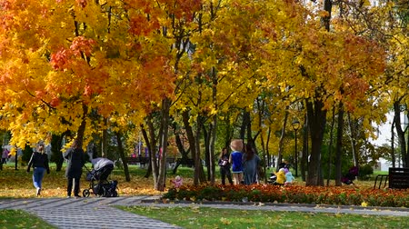 caido : Moscow, Russia - October 3. 2019. people walk with children in a beautiful autumn city park
