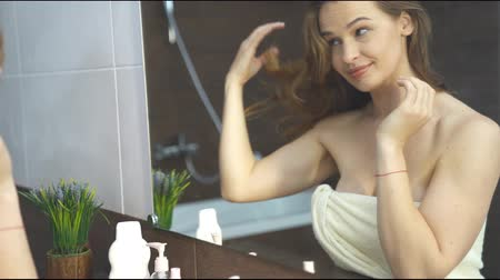 sedoso : beautiful young woman looking in mirror at bathroom 4k footage Vídeos