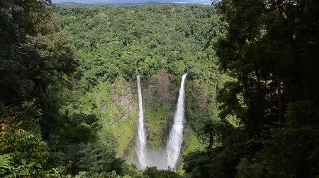 вентилятор : Waterfall Tat Fan in Laos Стоковые видеозаписи