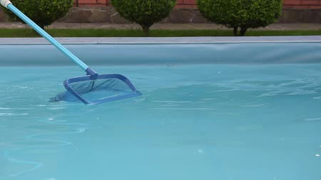 уборка : Swimming pool clean net move up and down Стоковые видеозаписи