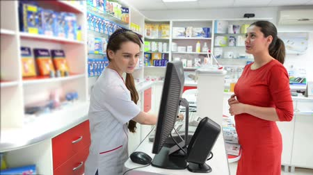 gyógyszertár : Customer in a drugstore searching for medical products Stock mozgókép