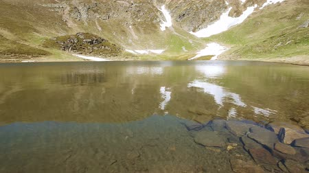 View of glacial lake in summertime Stok Video