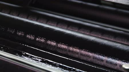 fotokopi makinesi : Close up of black ink rollers on an off set printer