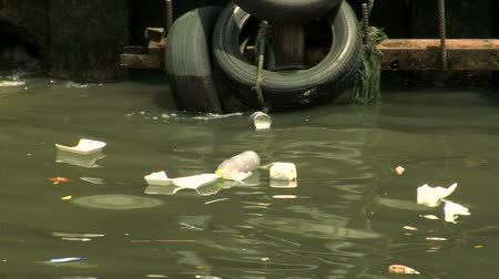 hiç kimse : Trash floating on a canal in Bangkok, Thailand Stok Video
