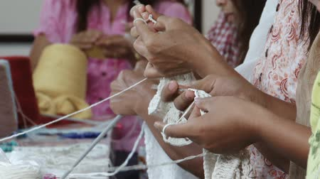 крюк : Close up of a row of women crocheting