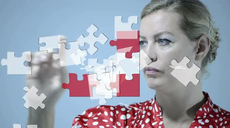 головоломка : Woman working with a puzzle on an interactive whiteboard Стоковые видеозаписи