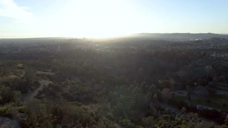 talapzat : Drone view rising above Echo Park in Los Angeles at sunset