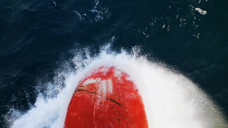 タンカー : Impressive closeup of a large ship bow moving forward and cutting the foamy sea waves on a sunny day in autumn