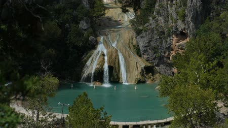 Steady wide shot of Turner Falls with the natural swimming pool below it Wideo