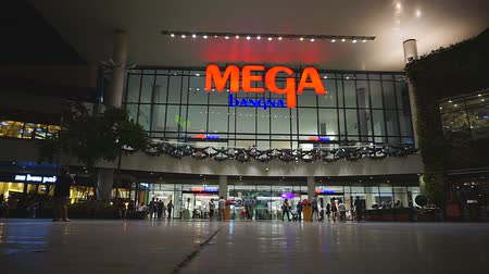 maszat : Smut Prakan , Thailand - January 03,2018 : Unidentified peoples are walking front of Mega Bangna, Samut Prakan, Thailand Stock mozgókép