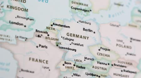 símbolo : Germany on the political map of the world. Video defocuses showing and hiding the map. Stock Footage