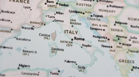 símbolo : Italy on the political map of the world. Video defocuses showing and hiding the map.