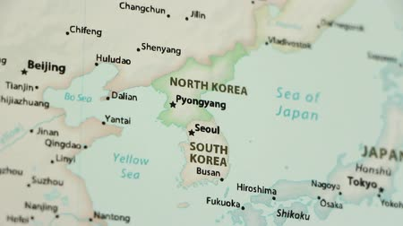 símbolo : North and South Korea on the political map of the world. Video defocuses showing and hiding the map.