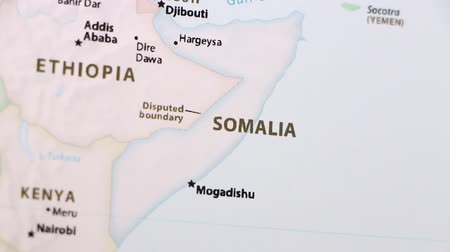 só : Somalia on the political map of the world. Video defocuses showing and hiding the map. Stock Footage