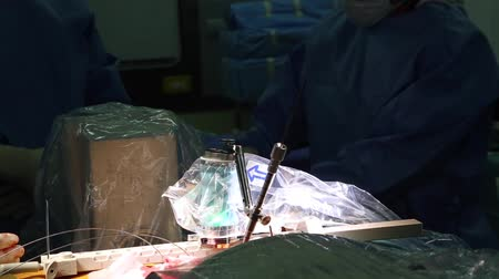 робот : Robotic spine surgery