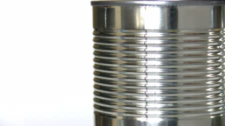 může : Spinning shiny metallic tin isolated