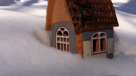 коттедж : A little christmas cottage on the snow with a burning candle inside