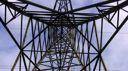 утилита : High voltage power line tower top zoom in from inside bottom Стоковые видеозаписи