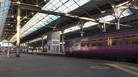 kolej : Blue purple diesel locomotive passenger train arrive at Preston railway station Wideo