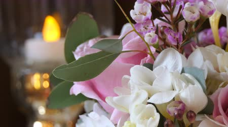gyertyák : Close up of bouquet of flowers and blurred candle light in the background