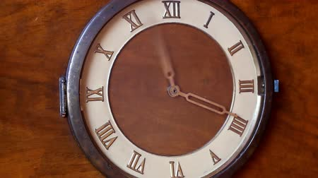 tarcza zegara : Face of an old wooden vintage clock with Roman numerals. Hands spinning fast. Wideo