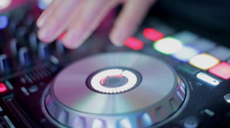 chaine stereo : Close-Up of Dj Mixer Controller Desk in Night Club Disco Party. DJ Hands touching Buttons and Sliders Playing Electronic Music