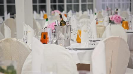 sürahi : Festive Interior: White Room with Dining Tables Decorated for Wedding Banquet Celebration in Hall