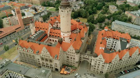 monumentális : Aerial View of New Town Hall - Neues Rathaus - Monumental Building in style of German Late Renaissance in Leipzigs Old Town, Germany, Europe. 4K Background Amazing Drone Pull out Shot Stock mozgókép
