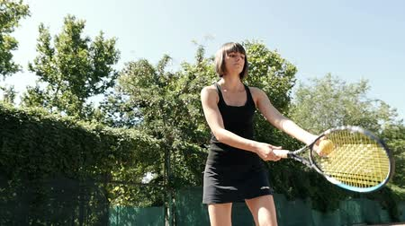 ракетка : Slow motion of young woman playing tennis in court