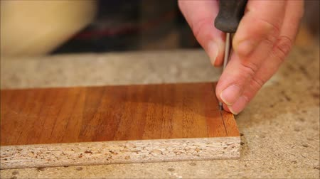 чулан : Worker processes a wooden board