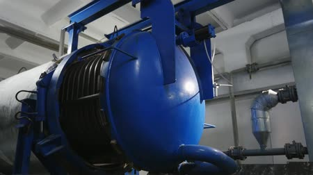 avançar : Innovative view of a modern electrical generator with ribbed sides in a sunflower oil plant Stock Footage