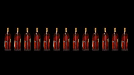 hajótest : London England. May 26. 2018. Johnnie Walker Gold Label Reserve. Johnnie Walker Whiskey. Animated bottle and bottles. Rotating bottles. Whiskey bottle animation. Hull hd