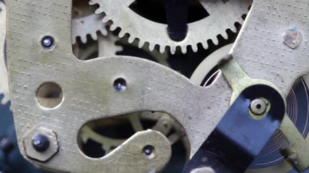 velocímetro : accurate clock mechanism working with moving gears Stock Footage