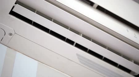 voorwaarden : Witte airconditioners close-up. FullHD video Stockvideo