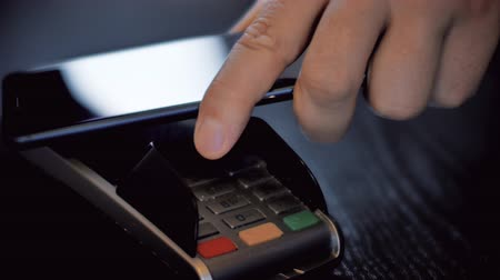 caixa : Hand with a smart phone using the terminal for payment by NFC technology Vídeos
