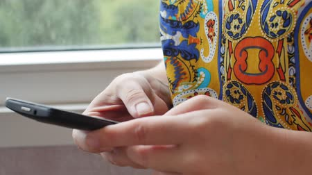 Close-up of young woman hands typing sms Dostupné videozáznamy