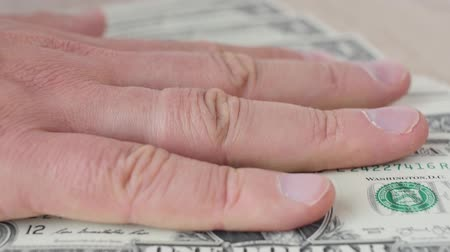 ganancioso : Person counting dollar banknotes in hands. Stitch of money. Rich man.