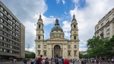 венгерский : Timelapse of tourist are traveling at St. Stephens Basilica or Budapest Cathedral in Budapest city, Hungary