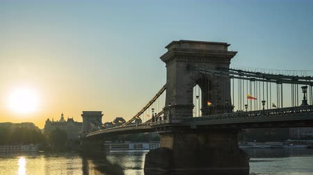 Budapest city time lapse at Chain Bridge in Budapest, Hungary timelapse Стоковые видеозаписи