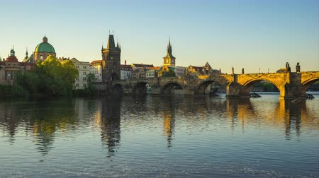 charles bridge : Prague city skyline timelapse in Prague, Czech Republic time lapse