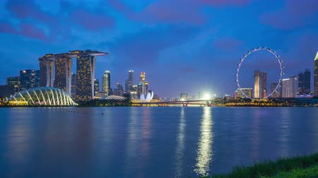 Singapore skyline day to night time lapse with landmark buildings in Singapore Стоковые видеозаписи
