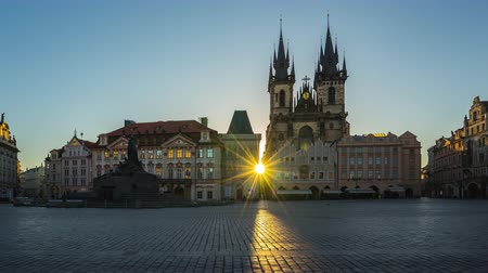 Prague old town square sunrise time lapse in Czech Republic timelapse Стоковые видеозаписи