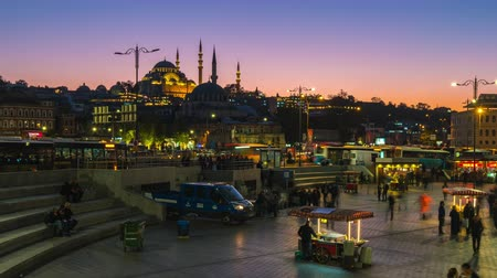 Istanbul, Turkey - October 25, 2018: Eminonu Bazaar day to night time lapse in Istanbul, Turkey Стоковые видеозаписи