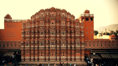 JAIPUR, INDIA - NOVEMBER 9, 2017: Facade of Hawa Mahal palace in India Стоковые видеозаписи