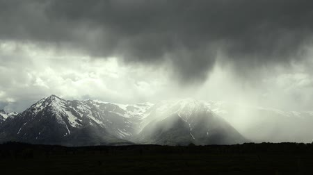 grand tetons : Thunderstorm over the mountains of Grand Teton. Stock Footage