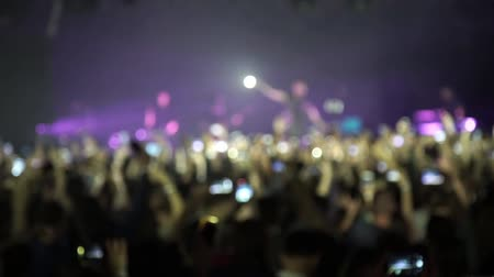 gece kulübü : People at concert shooting video or photo Stok Video